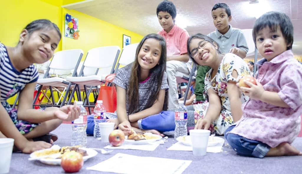 Marshallese children eating healthy.